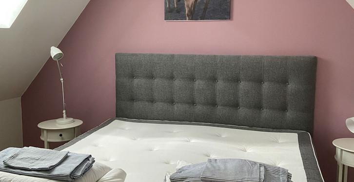 Stallet, sovrum med dubbelsäng