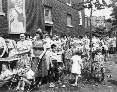 polio-vaccine-line-1956-chicago.jpg
