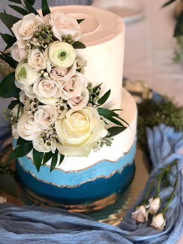 Flowers make the cake... am I right!_😍