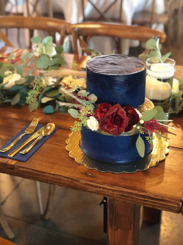 navy cake with flowers