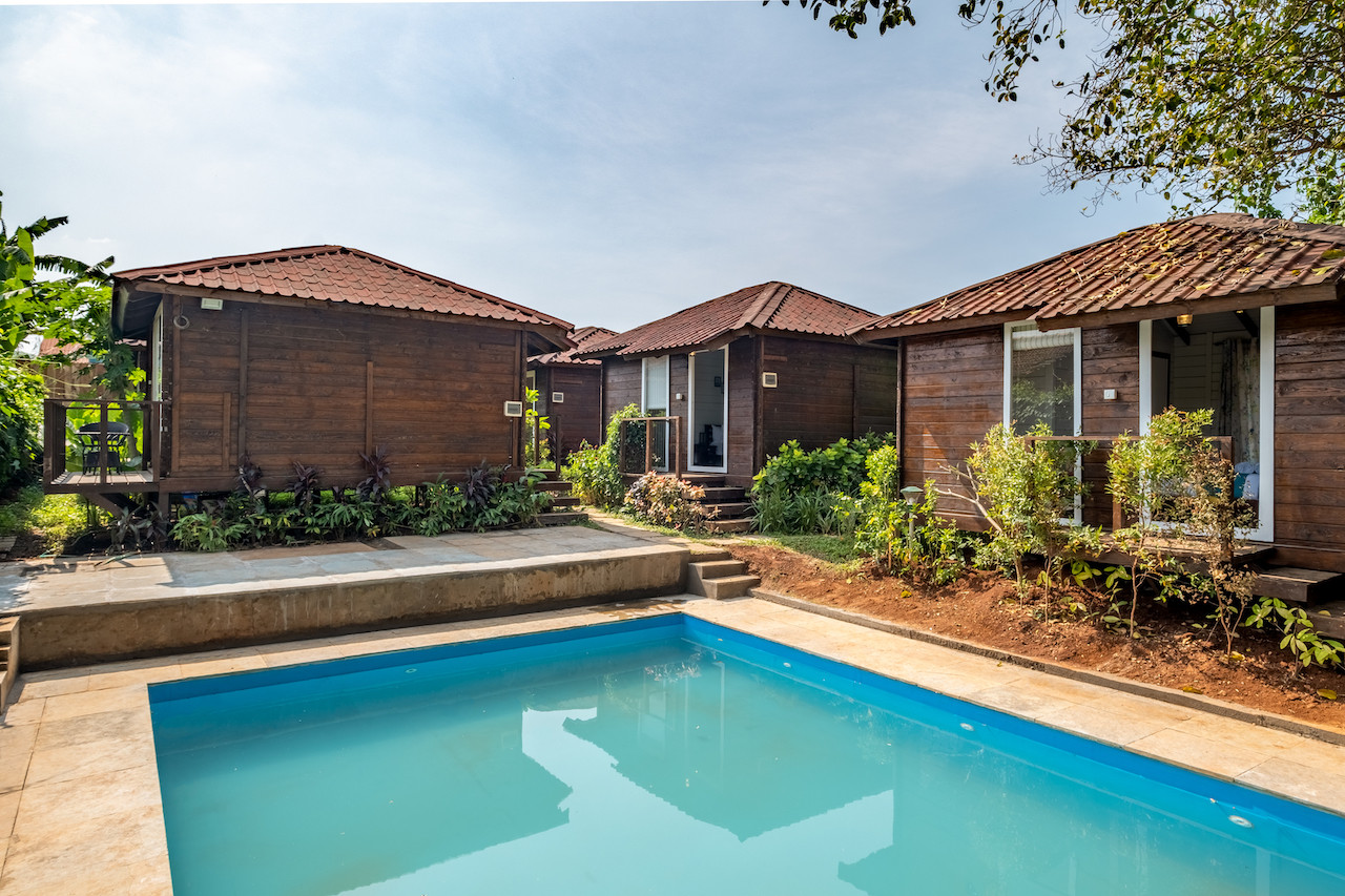 Water Scape Pool Cottages.jpg
