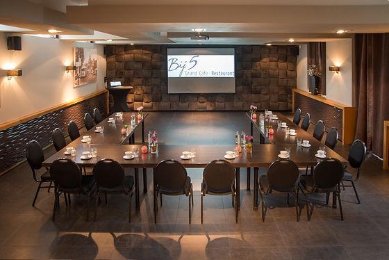 bij5, naaldwijk, bovenzaal, vergadering, opstelling, vergaderopstelling, presentatie, zaal, training, bijeenkomst, audiovisuele, apparatuur