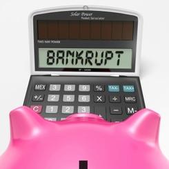Divos vārdos par naudas plūsmu, kredītiem, investīcijām un bankrotu.