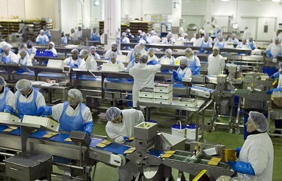 Arestēti lielākās Lielbritānijas sviestmaižu rūpnīcas darbinieki
