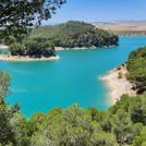 Baignade dans un lagon turquoise lac El Chorro-Ardeles