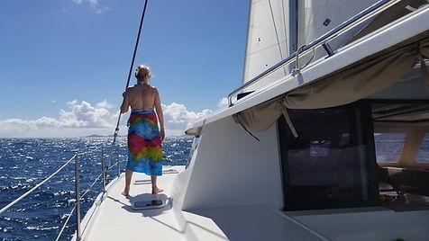 Grand large, Club de croisière, faire de la voile, apprendre la voile, croisière à la voile, croisière en catamaran, Transatlantique, transat, traversée de l'Atlantique, terre en vue, Les Saintes, Antilles