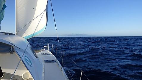 Grand large, Club de croisière, faire de la voile, apprendre la voile, croisière à la voile, croisière en catamaran, Transatlantique, transat, traversée de l'Atlantique, terre en vue, Canaries, Ténérife