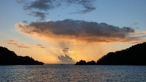 Croisière aux Grenadines, barrière de corail, Club de croisière, faire de la voile, apprendre la voile, croisière à la voile, croisière en catamaran, Transatlantique, transat, traversée de l'Atlantique, coucher de soleil