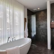 Salle de bain et douche de style italienne