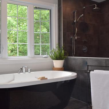 Salle de bain au bain noir
