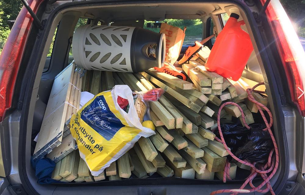 Nissan Xtrail stappet med materialer og verktøy
