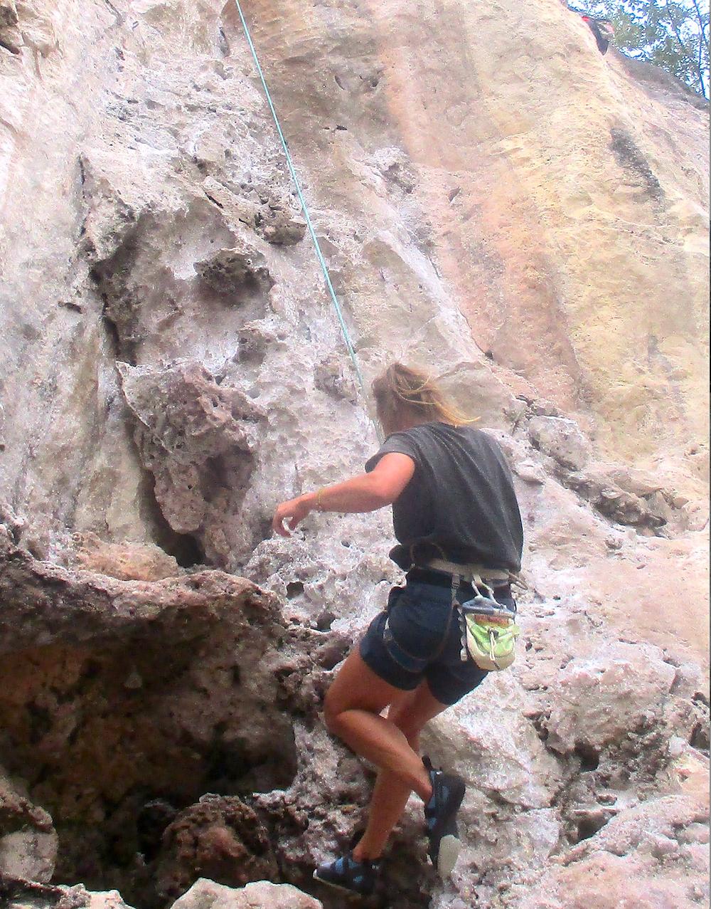 Gulroten (den ene av flere) med å komme til topps er å få rappellere ned igjen. Klatring og scooterkjøring var topp å gjøre i Thailand. Gleder meg til sommeren, da blir det mer klatring – i Buskerud og omegn.