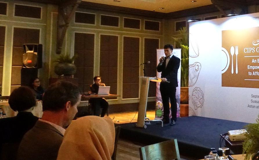 Ingo Hauter from Friedrich Naumann Foundation untuk Kebebasan Indonesia memberikan pidato penutup.