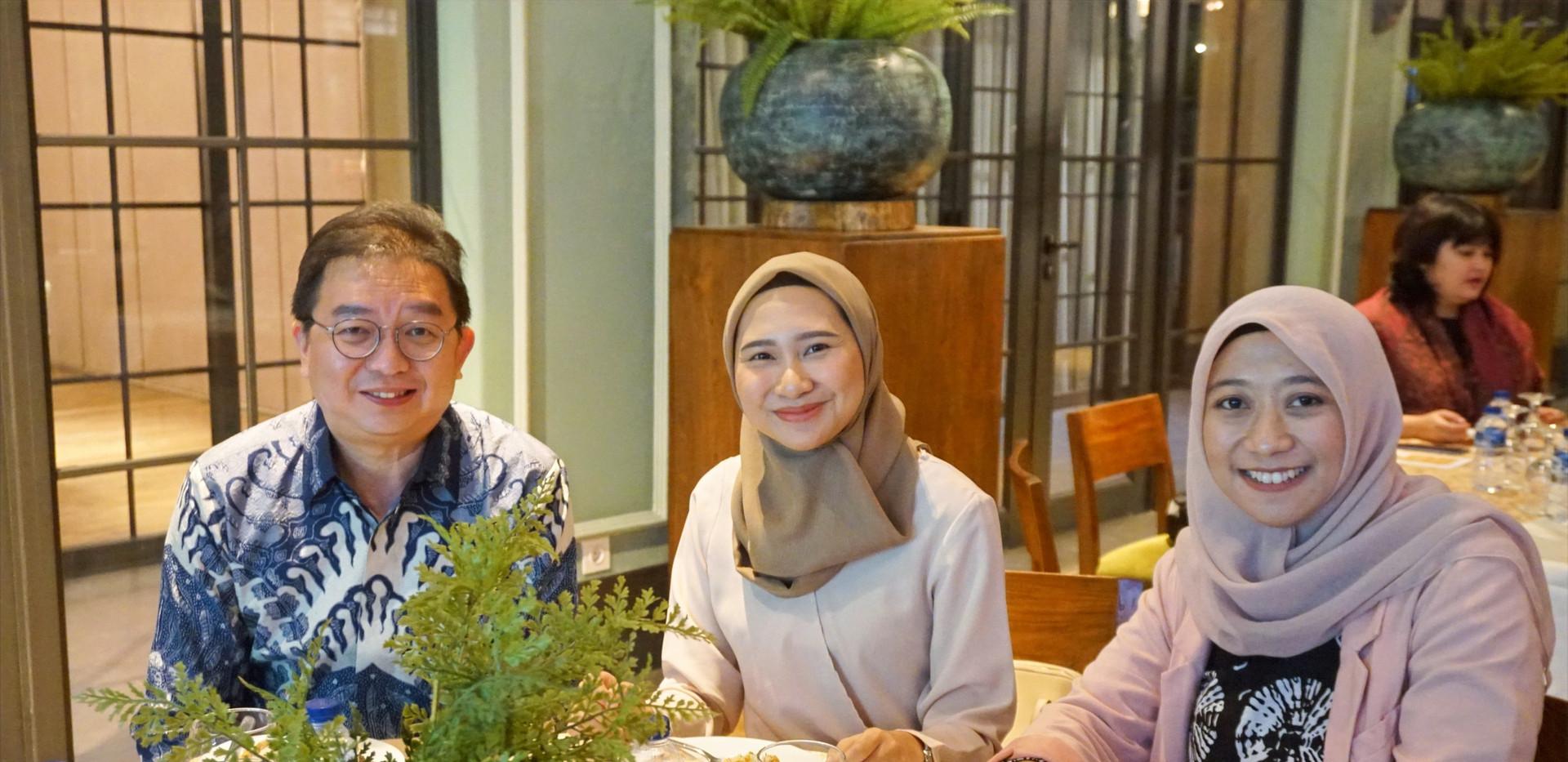 Bapak Jeffrey Bahar, Ibu Maudy Miya Andini dari Spire Research dan Ibu Annisa Noyara dari Pendiri Tay Juhana juga menghadiri Gala Dinner CIPS.