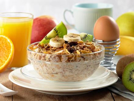 Quatro opções de pequeno-almoço saudável para começar bem o dia