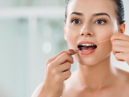Adicione o fio dental à sua rotina de higiene bucal