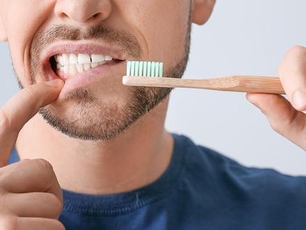Gengivas inflamadas vs. Dentes sensíveis