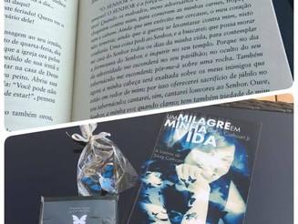 """""""Ainda estou lendo esse maravilhoso livro que tem me emocionado a cada capítulo..."""", disse uma das l"""