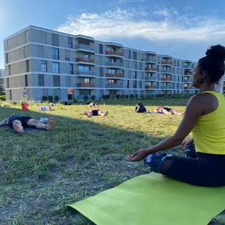 Erlenmattpark_Yoga (2).JPG