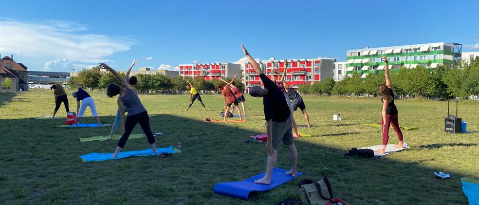 Erlenmattpark_Yoga (8).JPG