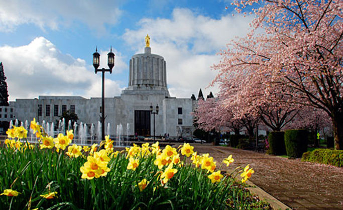 Oregon State Capitol in springcropped.jp