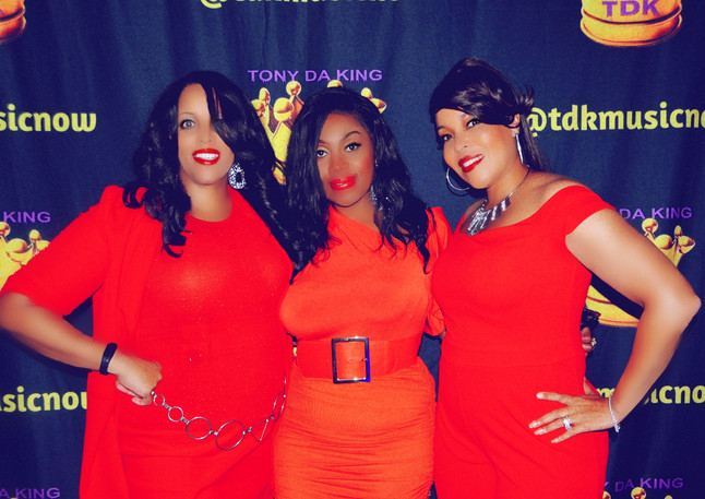 TDK Band Ladies in red