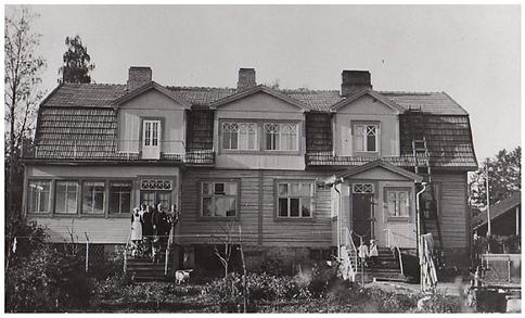 Suomisen perhe portailla 1930-luvulla