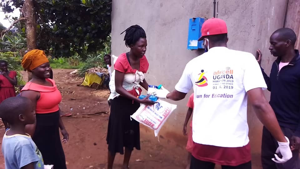A Uganda Marathon team member gives out food as part of our Coronavirus Relief Programme to feed the vulnerable people of Masaka