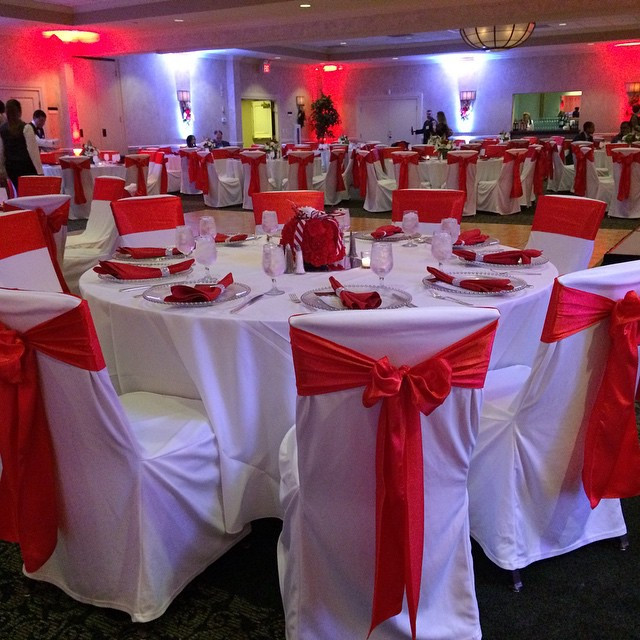 #beseatedchaircovers #redsashes #holiday