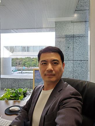 社長写真_20201215.jpg