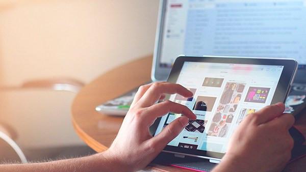 Apropiación Digital - padres revisan las redes de sus hijos