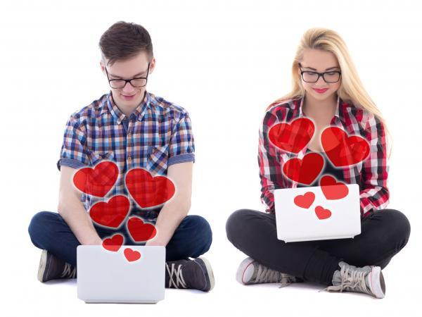 El 41% de los encuestados en Medellín le ha dicho algo a su pareja a través de internet que no lo haría en persona Foto: 123RF