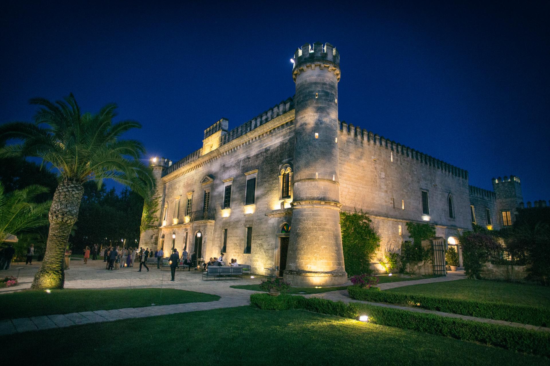 Veduta notturna di Castello Monaci