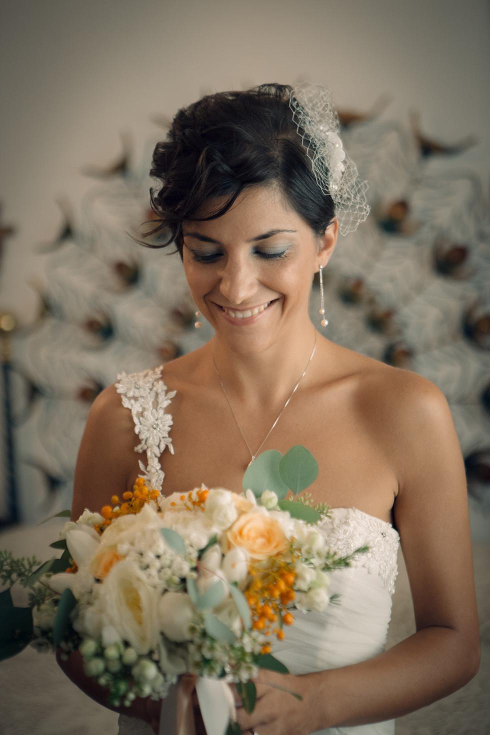 Abito della sposa e bouquet