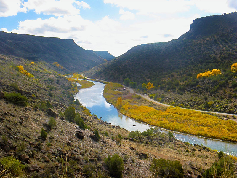 Orella Verde Section on the Famous Rio Grande with Santa Fe Rafting. Relxing, site seeing white water float trip in New Mexico.