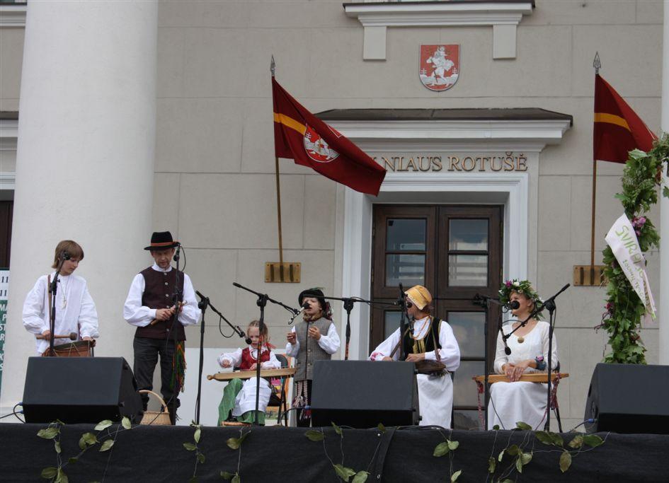 """Koncertas Rotušėje """"Žolynų"""" šventėje 2011 m."""