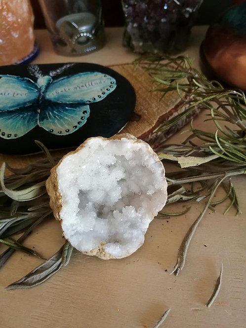 Geode with quartz