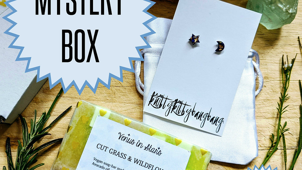 ViS X knittykittybangbang Soap and Jewellery Mystery Box