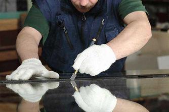 Прямая и криволинейная резка стекла и зеркал в Сочи