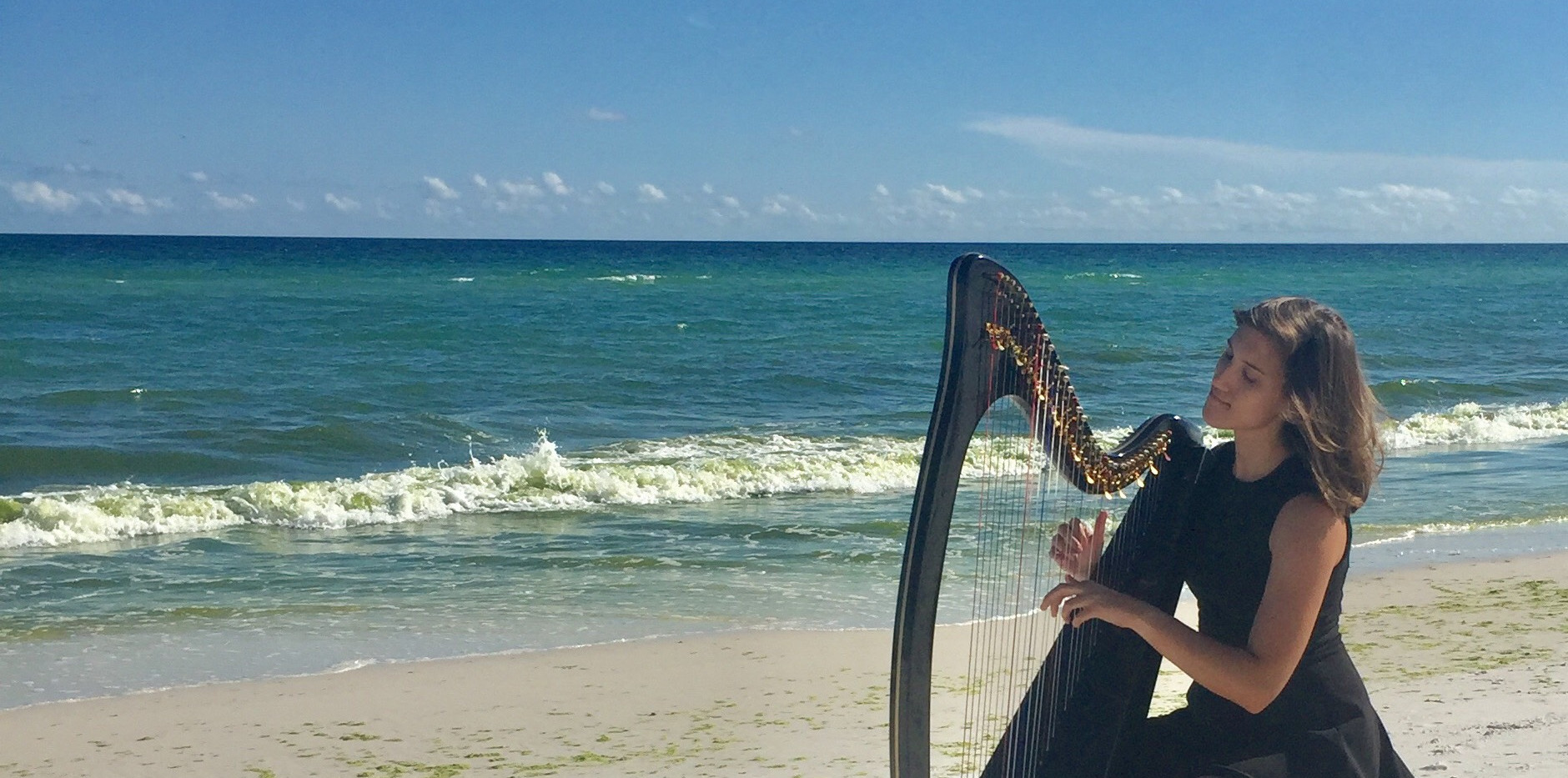 Lever harp for beach weddings