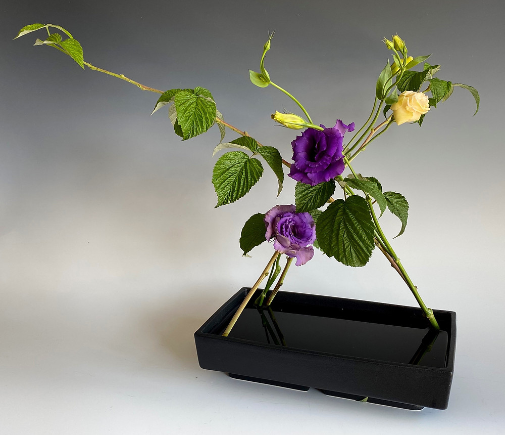 Ikebana without kenzan. Learn how.