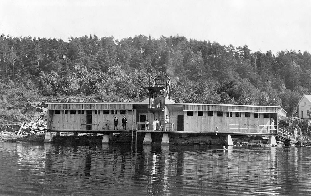 Utendørsbadet ved Gunnekleivfjorden, Grenland i Telemark på 40-tallet.