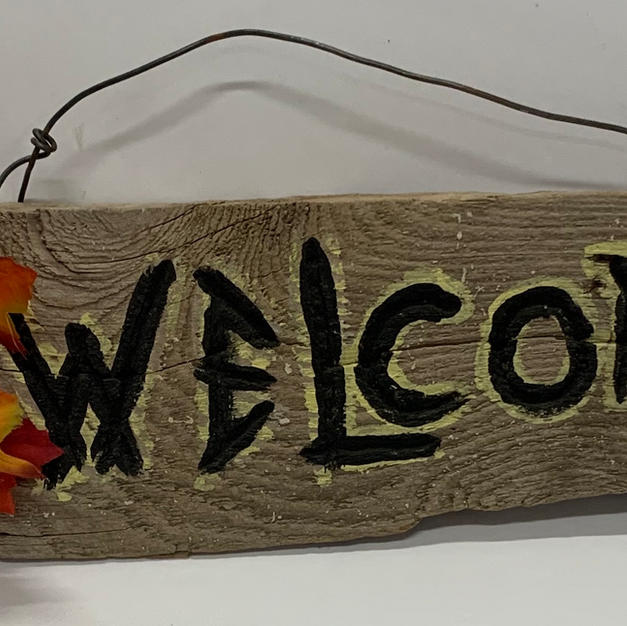 """Welcome Sign with Maple Leaves 12"""""""