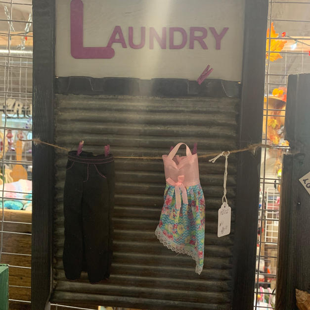 Laundry Sign with Hanging Wash