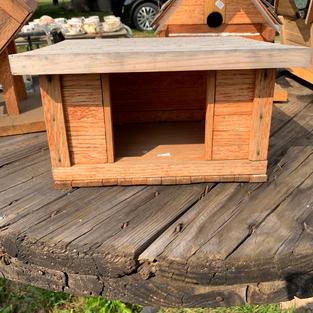 Bird House - Manger - 9 x 11 x 7.5