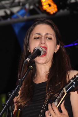 Laura Cox - 8