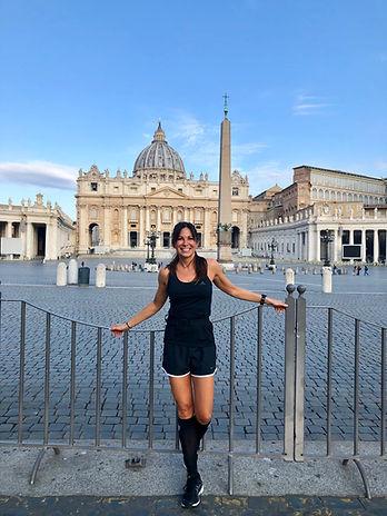 Carmen Pfeuffer in einer schönen Stadt