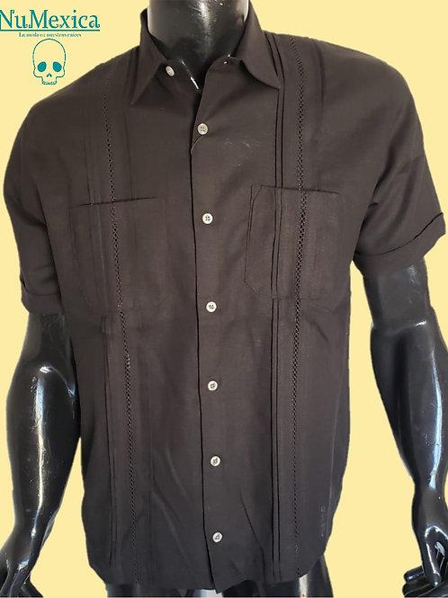 Camisa tipo guayabera M/C bordado negro