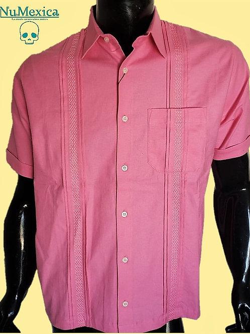 Camisa tipo guayabera M/C bordado rosa