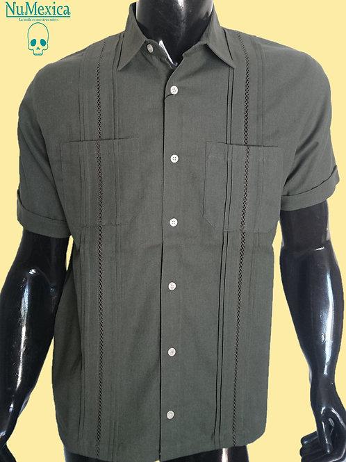 Camisa tipo guayabera M/C bordado verde olivo